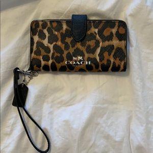 mini wristlet wallet